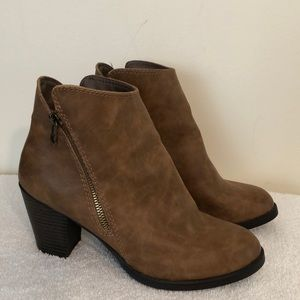 Mossimo size 9.5 brown booties man-made materials